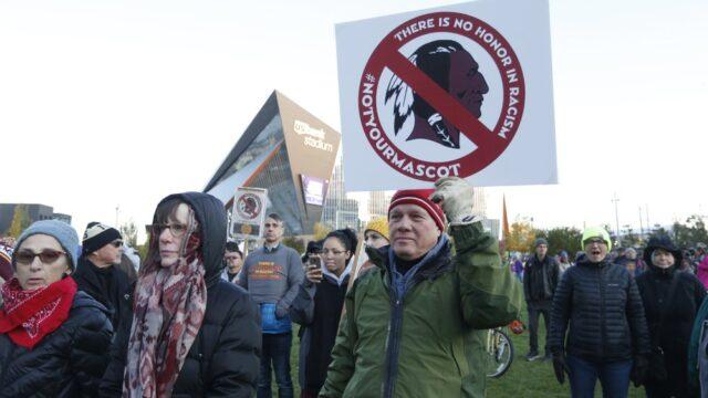 https://c2changemagazine.com/wp-content/uploads/2020/07/Native-American-Protests_Washington-Redskins-AP-Photo-640x360.jpeg